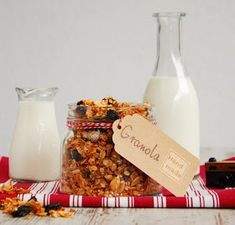 Galeria Smaku: Domowa granola Healthy Treats, Healthy Recipes, Healthy Food, Homemade Cereal, Crunchy Granola, Dairy Free Recipes, Food Design, Parfait, Free Food