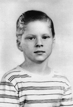 Robert Redford at 10, in 1946.  I've never seen a pic of  him with dark hair.