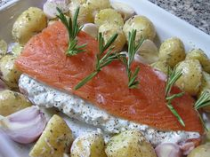salmon with herbs and creme fraiche Shellfish Recipes, Seafood Recipes, Dinner Recipes, Healthy Cooking, Cooking Recipes, Clean Recipes, Healthy Recipes, Fish And Meat, Seafood Dishes