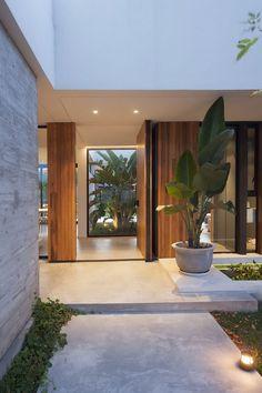 New exterior front entrance decor plants ideas Entrance Design, Entrance Decor, House Entrance, Entrance Ideas, Dream Home Design, Modern House Design, Home Interior Design, Interior Ideas, Interior Modern