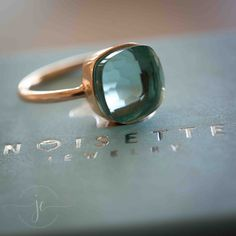 Gorgeous vintage handmade brass & copper modernist ring is a size Unsigned and in excellent condition. Jewelry Box, Jewelry Accessories, Jewelry Design, Jewlery, Vintage Engagement Rings, Vintage Rings, Aquamarin Ring, Azul Tiffany, Jewelry Cleaning Cloth