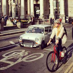 #onmywaytowork #bank #london #morning #sunshine #cycling #minicooper #oldcar #bike