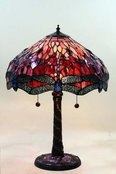 Check out this hip tiffany lamps - what an artistic theme Victorian Lamps, Antique Lamps, Antique Lighting, Vintage Lamps, Antique Decor, Antique Art, Tiffany Stained Glass, Stained Glass Lamps, Tiffany Glass