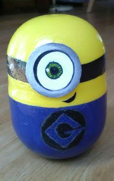Petit Stuart fait avec une capsule de Kinder géante !!!