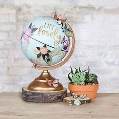 1C2_GlobeGallery_OnLocation_MintFloralGlobe_Decorated