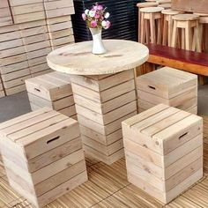 Pallet Ideas : Want to renovate your house with wooden pallet furniture? We're the right place for you. Visit us and get to know lots of pallet inspiration. Wooden Pallet Projects, Pallet Ideas, Diy Projects, Pallet Furniture Plans, Diy Furniture, Pallet Chairs, Furniture Design, Pallet Seating, Lawn Chairs