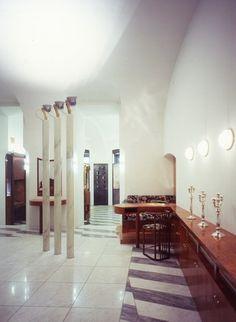 SCHOOLLIN II, Austria Hans Hollein Owner / Client: Dr. Herbert Schullin  Planning: 1981 - 1982      Completion: 1982