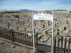 4 Old Tonopah Cemetery - Tonopah NV Pahrump Nevada, Places To Travel, Places To See, Tonopah Nevada, Abandoned Places, Haunted Places, Ghost Towns, Vacation Spots, Cemetery
