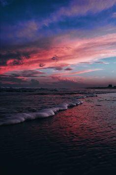 ikwt:  Pink Skies x Ocean Waves (shesthejam)  instagram