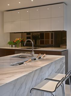 Stunning Carrera marble bespoke kitchen island in Roundhouse Notting Hill showroom I Interior Design I Kitchen I Marble I ice trough Home Decor Kitchen, Kitchen Interior, Kitchen Dining, Kitchen Island, Bespoke Kitchens, Luxury Kitchens, Cool Kitchens, Kitchen Showroom, Luxury Kitchen Design