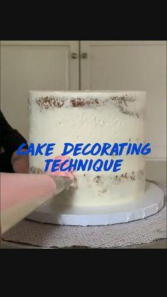 Cake Decorating Techniques, Cupcake Decorating Tips, Wilton Cake Decorating, Cake Decorating Supplies, Delicious Cake Recipes, Fun Baking Recipes, Baking Hacks, Plain Birthday Cake, First Birthday Cakes