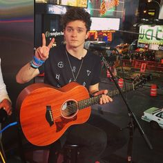 connor Meet The Vamps, Tiger Beat, Bradley Simpson, Cool Bands, Hottest Guys, Aeropostale, Baby Blue, Blue Eyes, Musicians