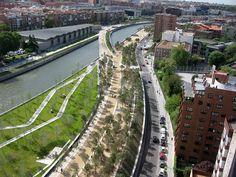 Parque Madrid Rio - Pasarela de Dominique Perrault - Madrid, Spain
