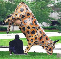 a painted Fiberglas cow near Crown Center in Kansas City