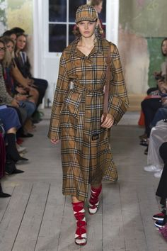 Burberry Fall 2017 Ready-to-Wear Fashion Show Collection