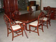 Nice 1930s/40s dining room table with chairs