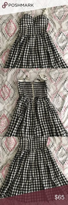 Ruche Gingham Dress Absolutely the most adorable dress, not even sure I want to sell really thus the high price but I will take offers. Bust has padding so you can wear bra less, zipper is pretty good quality but sometimes unzips a little if you don't use the hook and eye clasp. Bought on shopruche.com using modcloth for exposure. EUC. Please feel free to ask questions 😊 model pics upon request. 🚫 no trades 🚫 no lowballing 🚫 ModCloth Dresses