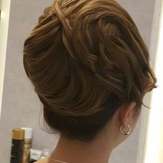 #dubi#makeup #alain #alaindelon #hair #hairstyle #haircolor #homeservice #salon #salonlife #contour #eyeshadow #widding #bridesmaid #party #di #loreal #mac #makeup #makeupartist #salonalain #salonedelmobile #lashes شنيون# تسريحة#  سشوار# ويفي# رولو# ريترو by lamasat.makeup.hairstyle