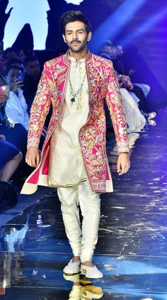 Kartik Aaryan, Bhumi Pednekar and Ananya Panday, who are all set to woo the audience with a quirky story - Pati, Patni Aur Woh, walked the ramp for a new bridal collection of Abu Jani and Sandeep Khosla. Wedding Kurta For Men, Wedding Dresses Men Indian, Formal Dresses For Men, Engagement Dress For Groom, Couple Wedding Dress, India Fashion Men, Indian Men Fashion, Kurta Men, Mens Sherwani