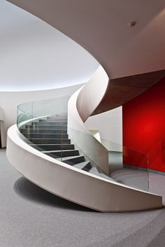 Still obsessed with staircases! Happy New year everyone!  This spiraling staircase with a pop of red in the behind is a real design… Modern Stair Railing, Stair Handrail, Curved Staircase, Modern Stairs, Grand Staircase, Staircase Interior Design, Stairs Architecture, Interior Windows, Architecture Design