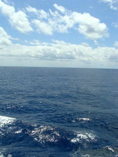 middle of the atlantic ocean... ahhhhh... imagine sitting in a porthole with a Coke...