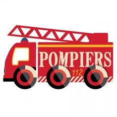 Decoloopio.com – sticker mural : camion pompier échelle : Piiinnn Pooonnn ! Piiinnn Pooonnn ! Voici un véritablecamion de pompier plus vrai que natureà posersur le murde lachambre de votre bambin ! Il devient un véritable sauveur du feu. Ce sticker déco propose 3 formats différents qui permettent ainsi de s'adapter aux désirs de chacun et à la taille de son mur ! . Idéal pour décorer la chambre de votre enfant – Stickers Pompier