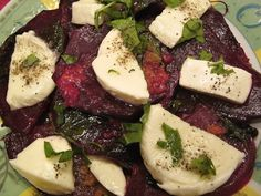 Zapečená červená řepa s mozzarellou a bazalkou