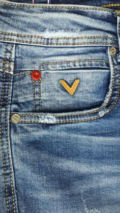 Love Jeans, Denim Jeans Men, Diy Distressed Jeans, Diesel Jeans, Camisa Polo, Denim Branding, Denim Outfit, Denim Fashion, Fendi