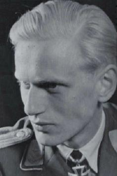 """Oberleutnant Franz Ruhl (1922-1944), Ritterkreuz 27.07.1944 als Leutnant und Staffelführer 4./Jagdgeschwader 3 """"Udet"""" ✠ 37 Luftsiege (davon 17 am Westen) und 6 weitere unbestätig, ca. 200 Feindflüge. Seit 24 Dezember 1944 bei Lüttich vermisst."""