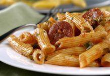 Macarrones con Queso y Chorizo Chorizo, Bacon, Spaghetti, Yummy Food, Chicken, Meat, Breakfast, Ethnic Recipes, Fitness