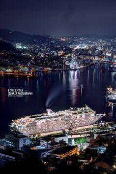 『豪華客船と長崎夜景』長崎市