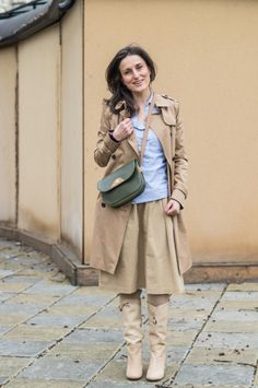Оувърсайз риза, тренч и много карамел Camel trench, trench coat, oversized shirt, boyfriend shirt, midi skirt, street fashion, street style, fashion blogger, lookbook, spring outfit, look of the day, Mish Mash Look, Kossara Chigireva Mish Mash, Boyfriend Shirt, Oversized Shirt, Street Fashion, Trench, Camel, Midi Skirt, Personal Style, Street Style