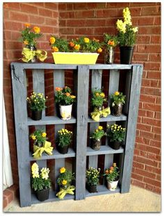 Pallet plant stand! A pallet and spray paint is all you need!