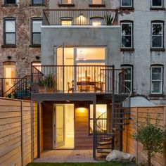 Barker+Freeman+overhauls+narrow+Brooklyn+row+house+for+a+family+of+four