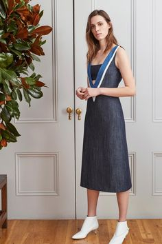See the complete Adam Lippes Pre-Fall 2017 collection.