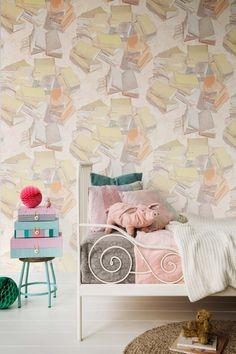 Van Gogh 15   Kreativ Im Schlafzimmer Wirkt Diese Mustertapete Mit  Bücher Stapel.