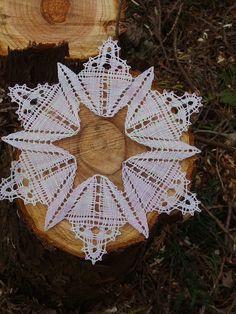Bobbin Lace, Blog, Christmas Ornaments, Holiday Decor, Home Decor, Xmas, Adorable Animals, Cast On Knitting, Decoration Home