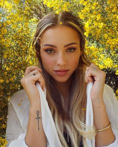 Blonde Female Face Claims - Charly Jordan - Wattpad Girl Face, Woman Face, Blonde Beauty, Hair Beauty, Jordan Tattoo, Charly Jordan, Dainty Tattoos, Health And Fitness Articles, Dark Blonde