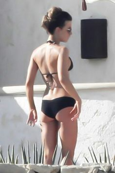Kate Beckinsale. Look at that booty!