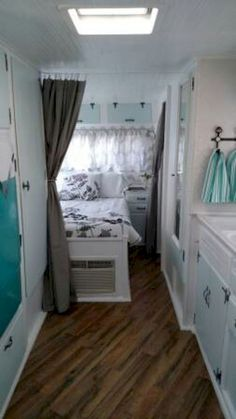 10 Best RV & Camper Hacks Makeover Remodel Interior Ideas There are so many ways to enhance our RV & Camper Interior Ideas, we will show you same of them. Just check it our current list. Just because you're dwelling in a van doesn't indica… Kombi Motorhome, Rv Campers, Camper Trailers, Happy Campers, Camper Life, Rv Life, Camper Van, Happier Camper, Shasta Camper