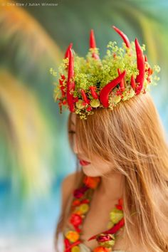 Zita Elze Design Academy floristry student Kim Gyongmi shares her Tropical Wedding Flowers story - shown here a pepper and chilli floral crown with alchemilla mollis. Hand Tied Bouquet, Beach Scenes, Floral Crown, Master Class, Wedding Accessories, Wedding Designs, Headpiece, Boho Chic, Wedding Flowers