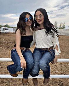 Cowboy Outfits For Women, Summer Cowgirl Outfits, Cowboy Boot Outfits, Cowgirl Style Outfits, Country Style Outfits, Rodeo Outfits, Western Outfits, Cute Outfits, Clothes For Women