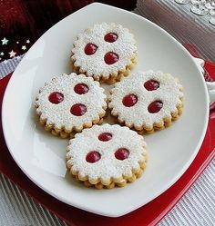 Linzer Augen, a sophisticated recipe from the biscuits & cookies category. Ratings: Average: Ø Linzer Augen, a sophisticated recipe from the biscuits & cookies category. Berry Smoothie Recipe, Easy Smoothie Recipes, Easy Cookie Recipes, Vegan Christmas, Christmas Baking, Christmas Cookies, Christmas Mood, Biscuits, Coconut Milk Smoothie
