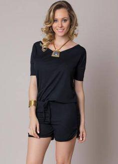 Macaquinho curto em Decote V Preto leve e confortável! #modafeminina #roupafeminina #moda #macaquinho