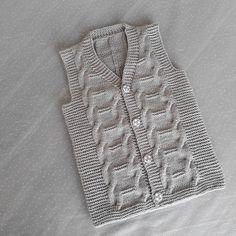 Fotoğraf açıklaması yok. Baby Boy Knitting Patterns, Knitting Stitches, Crochet Patterns, Knit Baby Sweaters, Boys Sweaters, Knit Vest Pattern, Sweater Design, Creations, Cable Knit