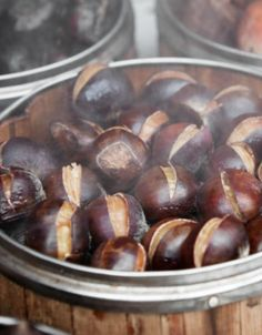 come-fare-le-castagne-lesse-2 Healthy Nuts And Seeds, Beautiful Fruits, Biscotti, Italian Recipes, Food And Drink, Lunch, Cooking, Kitchen, Shop