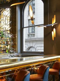 Restaurant Interior Ideas | Christopher's Bar in London | Inspiration & Ideas #restaurantinterior #restaurantinteriordesign #wheretoeatinlondon Find more here: http://www.brabbu.com/en/inspiration-and-ideas/world-travel/restaurant-interior-ideas-christophers-bar