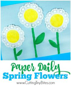 Flower Craft Sweet and simple spring flower craft for toddlers and preschoolers.Sweet and simple spring flower craft for toddlers and preschoolers. Preschool Crafts, Easter Crafts, Kids Crafts, Flower Craft Preschool, Spring Crafts For Preschoolers, Easter Art, Kids Diy, Easter Eggs, Doilies Crafts