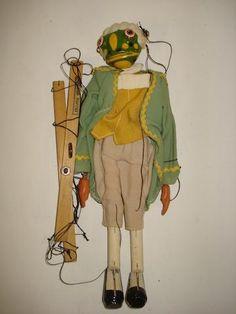Pelham Puppet Alice in Wonderland Frog Butler