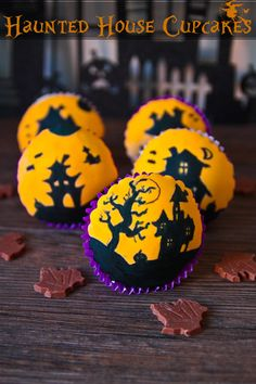 Halloween Silhouette Cupcakes, would love to try to make these! Menu Halloween, Halloween Desserts, Halloween Cupcakes, Holidays Halloween, Halloween Treats, Happy Halloween, Halloween Decorations, Cupcake Decorations, Halloween Baking